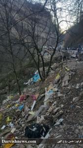 زباله های رها شده در طبیعت پس از تخریب